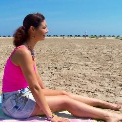 Enamorada de la Costa del Sol y de las barras de pan españolas. Julia se jarta de sol !