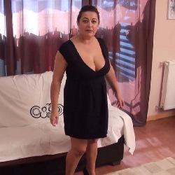 La profesora Esperanza ha decidido dedicarse al porno y lo hace follando con sus alumnos